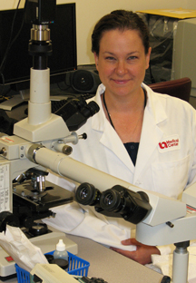 Marnie Imhoff at microscope
