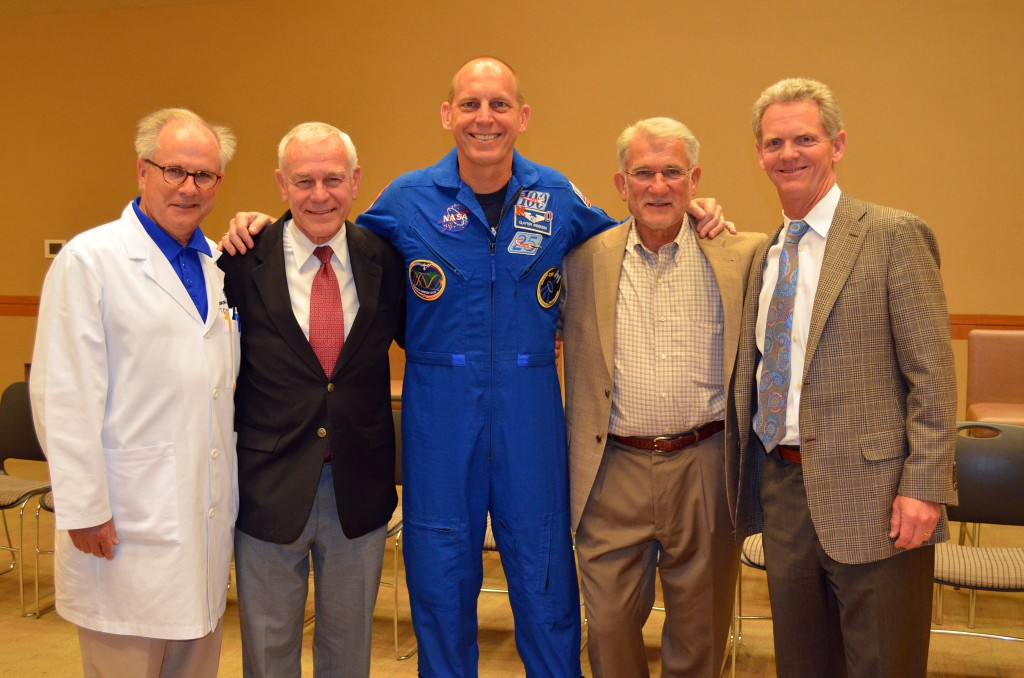 ortho grad astronaut 009