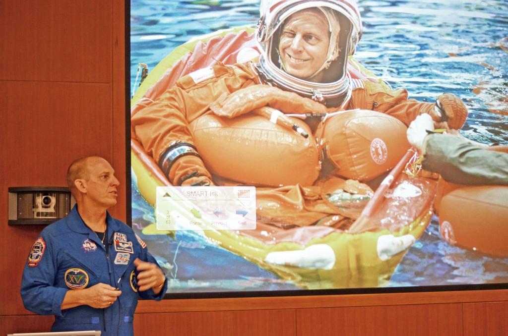 ortho grad astronaut 014z