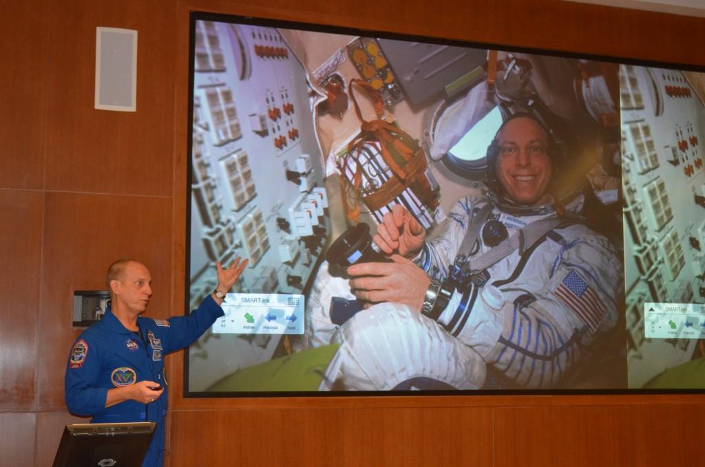 ortho grad astronaut 023